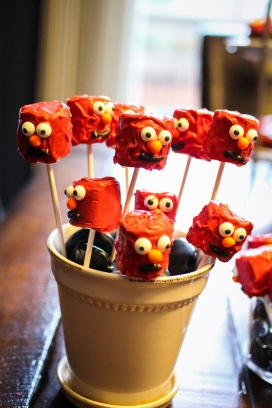 Elmo Marshmallow Pops